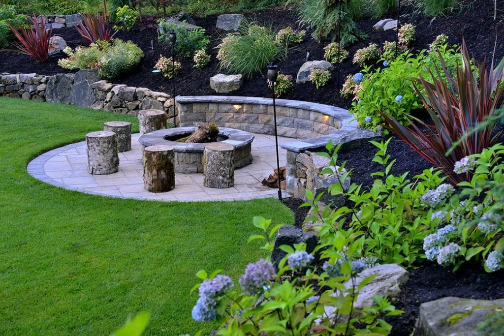 modern-landscape-design-outdoor-seating