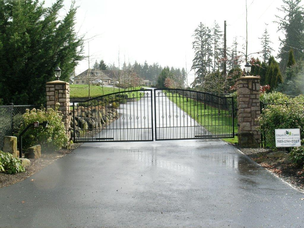 Example of Drake's 7 Dees electric gate installation for driveways