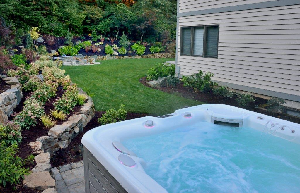 Image of a Damascus hot tub design and installation project by Drake's 7 Dees